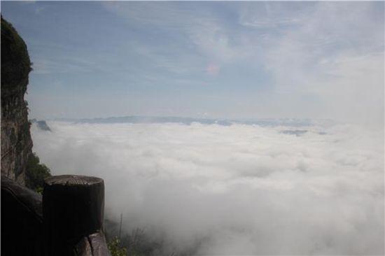 云端之上。通讯员 李绍标 摄