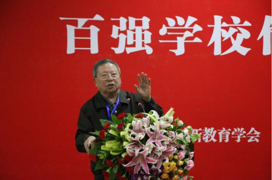 图为 重庆市职业教育学会首席专家窦瑞华讲话。(李定明 摄)