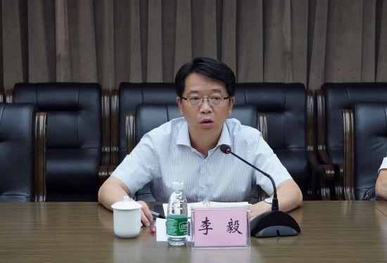 图为两江产业集团党委书记、董事长李毅讲话。向祖海 摄