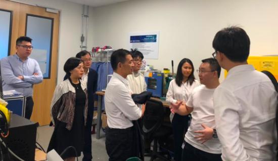 重庆两江新区代表团一行参观金康赛力斯研发中心总部三电实验室