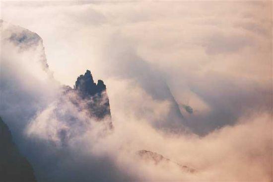 神女峰云雨。