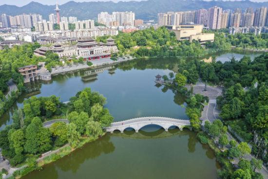 重庆璧山秀湖公园风景美如画。刘潺 摄