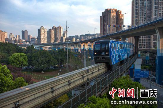 列车即将进入华新街站
