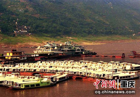 1994年12月21日,因冬季水位枯竭不能航运,不得不集中检修