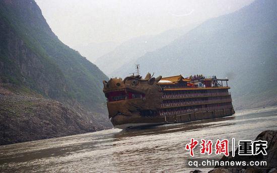 1997年9月17日,长江游船外形新颖,别具一格,功率大增,床位升级
