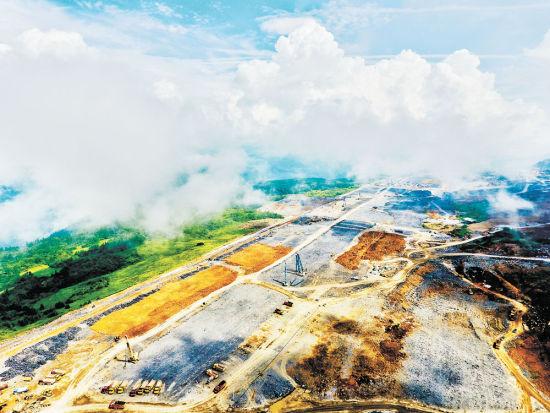 七月二十四日,在建的武隆机场已现雏形。记者 张锦辉 摄
