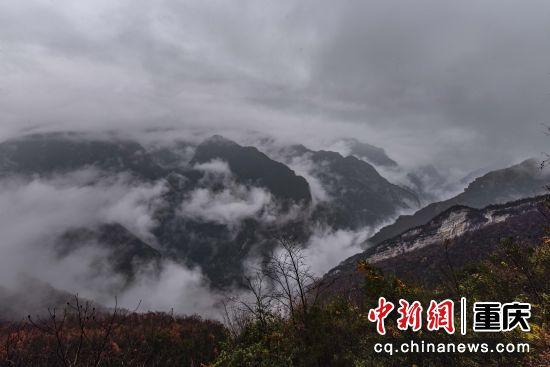 云雾升腾,环绕群峰