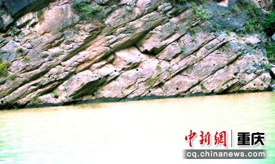 古大宁河的栈道桥孔遗迹陈朝君 摄