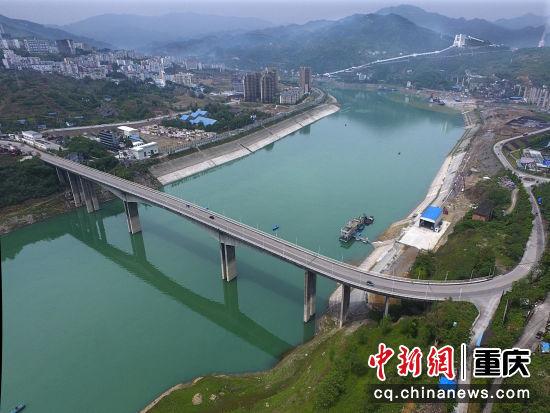 建峰乌江大桥王云飞 摄