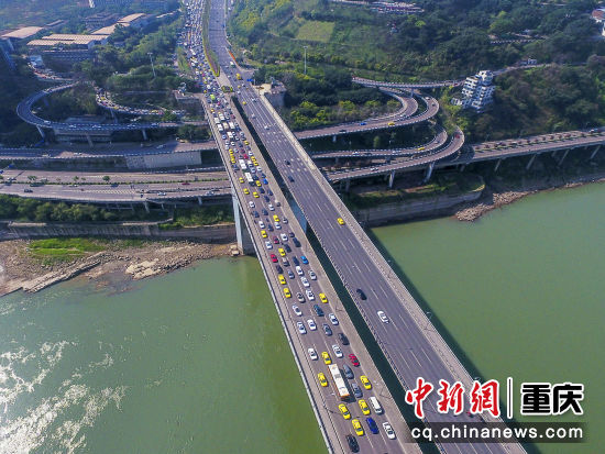 石板坡长江大桥王云飞 摄