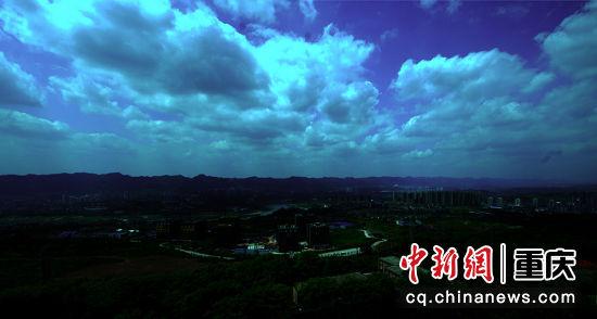 嘉陵江畔云遮天