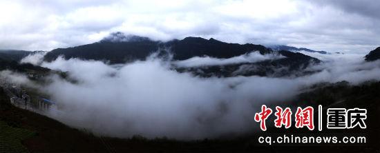 雾起云涌青山翠