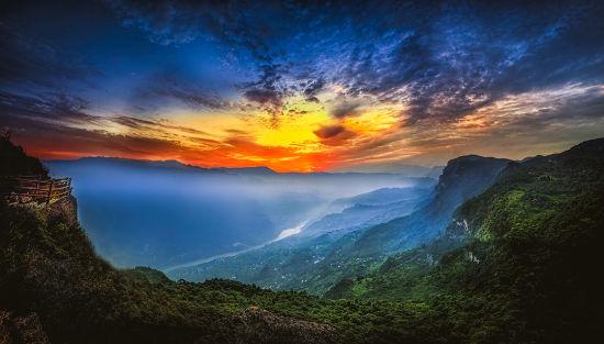 图为武隆白马山望仙崖日出。白马山旅游度假区供图