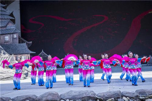 图为舞蹈《看山看水看中国》