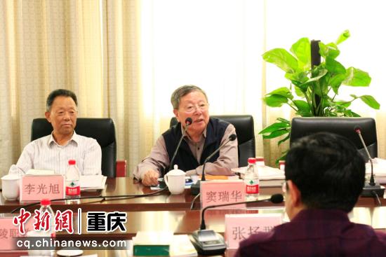 (重慶市職業教育學會首席專家竇瑞華 李定明 攝)
