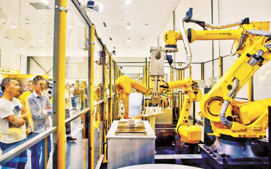 图为发那科重庆技术中心展示的工业机器人。张锦辉 摄