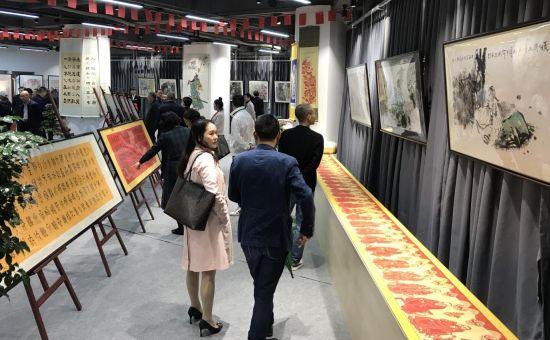 图为书画作品展厅。大砚堂(西南)名家艺术交流中心供图