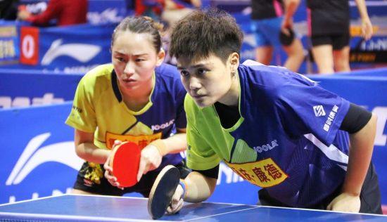 图为2019乒甲联赛真人网上赌钱康德与山东胜利东胜的女双对决。罗立 摄