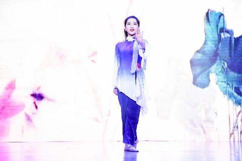 酉阳桃花源第五届桃女郎全国总决赛冠军获得者韩雪舞台效果