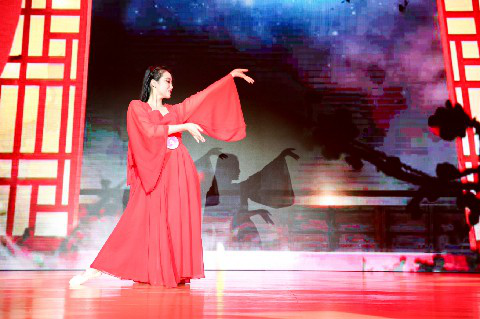 酉阳桃花源第五届桃女郎全国总决赛桃女郎刘依婷现场表演
