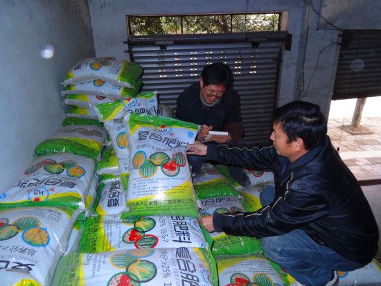 为基层供销社储备的肥料。 赵武强 摄