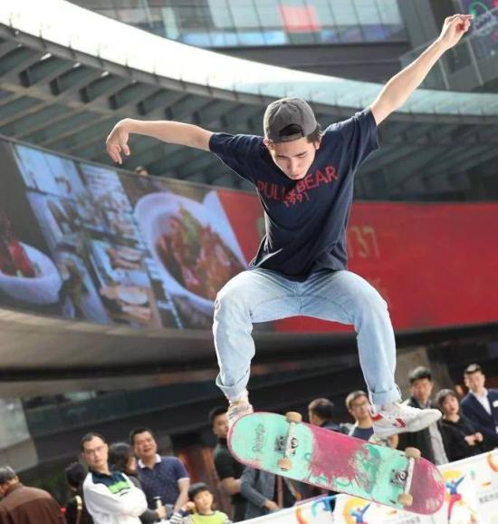 图为2019热浪滑板比赛现场图。重庆滑翔体育供图