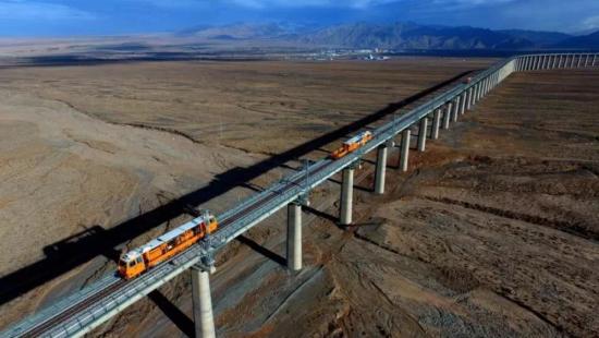 敦煌铁路是连通甘肃、青海、新疆、西藏四省区的一条便捷通道