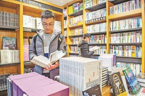 实体书店体现着一所高校独特的文化气息。