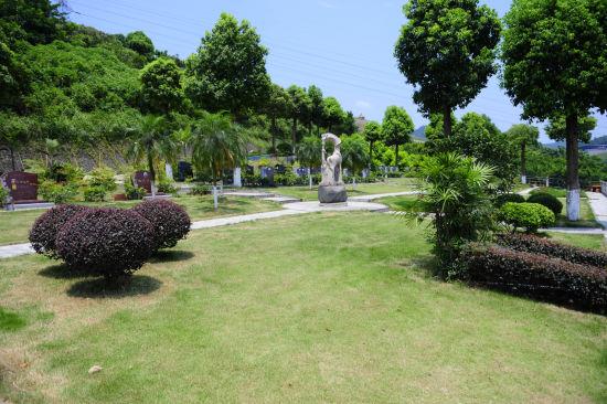 图为石桥铺殡仪馆所属陵园风景。重庆市民政局供图
