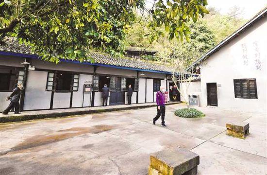 3月25日,重庆红岩革命历史博物馆景区恢复开放四个景点:渣滓洞监狱旧址、白公馆监狱旧址、松林坡和红岩魂广场。通讯员 李攀 摄