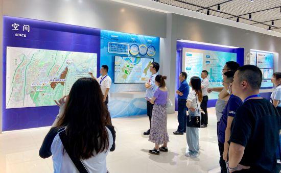 图为川渝媒体记者了解重庆国际生物城发展情况。受访者供图