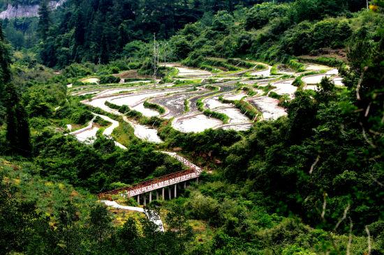 图为石柱县中益乡华溪村景色。王新华摄