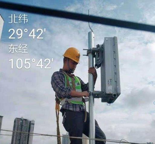 图为 工作人员施工画面 大足电信供图