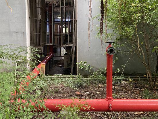 图为 小区消防设施 贾楠 摄