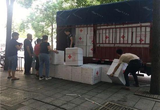 重庆市红十字会调拨救灾物资。 市红会供图