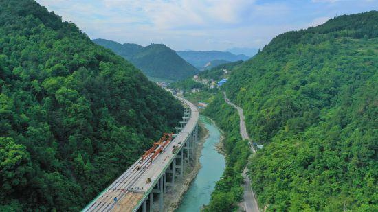 《【恒耀招商】城开高速温泉特大桥合龙 重庆县县通高速目标又进一步》