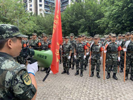 《【恒耀代理主管】洪峰过境后 武警部队重庆市总队船艇支队奋战清淤一线》
