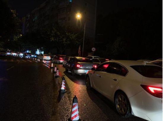 《【恒耀平台代理怎么注册】重庆一商场开启通宵营业模式 吸引民众深夜购物》
