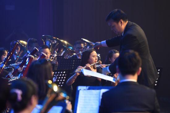 图为重庆文化艺术职业学院shi'sheng成立仪式现场进行文艺汇演。陈超 摄