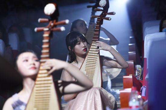 图为重庆文化艺术职业学院学生进行文艺汇演。陈超 摄