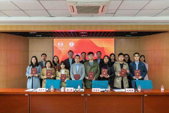 图为四川外国语大学成立新闻传播学院校友分会。主办方供图