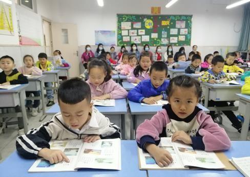 《【恒耀招商】新凤小学校举行家长开放日活动 创新家校共育模式》