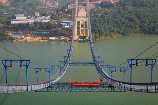 《【恒耀代理平台注册】重庆新田长江大桥主缆架设完毕 预计2022年建成》