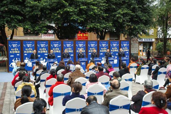"""6位""""发言人""""解答市民问题。江北警方供图"""