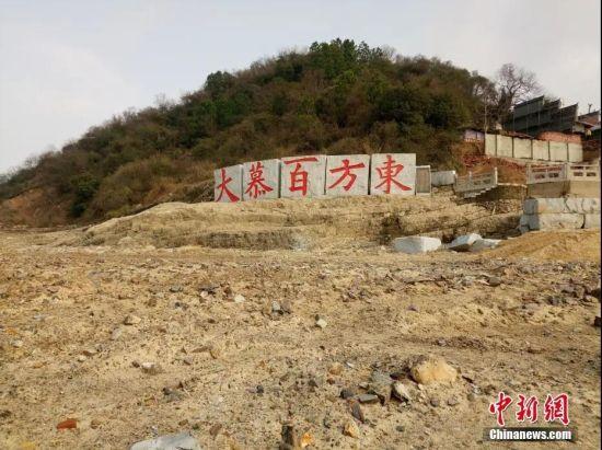 """重修中的鄱阳湖""""老爷庙""""。 袁奇 摄"""