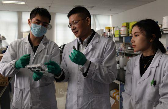 《【恒耀代理官网】重庆大学科研者蔡开勇:科研育人同样重要》