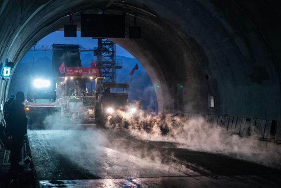 石黔高速全线22座隧道全部贯通