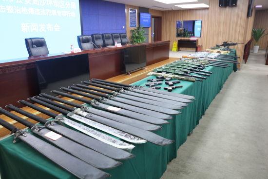 沙坪坝警方侦办涉枪刑事案件33起 缴枪69支