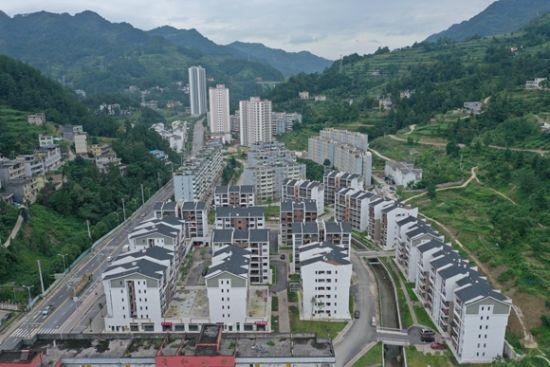 重庆完成6.48万户25.2万人建卡贫困人口搬迁任务