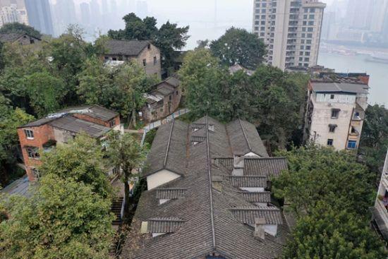 2019年以来,南岸区住房城乡建委按照目标要求,对全区33个老旧小区、667栋房屋进行改造。通讯员 郭旭 摄